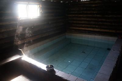 הבריכה החמה של Yak Tours
