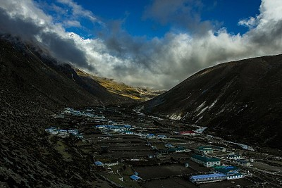 עננים מכסים את הנוף ב-Dingboche