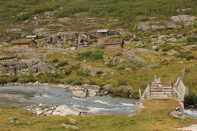 עוברים את הגשר לכיוון הכפר Mysubytta