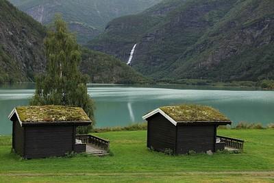 הבקתות בהן ישנו בשולדן (Nymoen Camping)