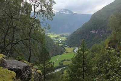 הנוף מאמצע הירידה, שולדן בקצה העמק