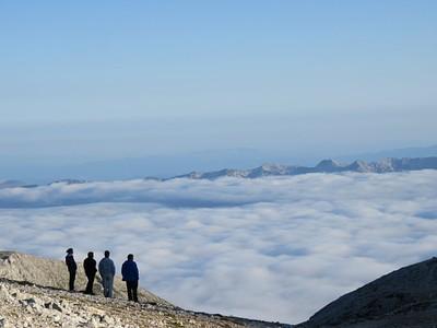 הנוף מהבקתה של סוף היום - מעל העננים