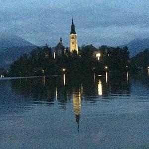 הטירה במרכז אגם בלד
