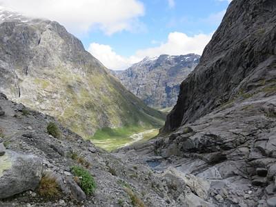 הנוף לעמק בדרך למטה