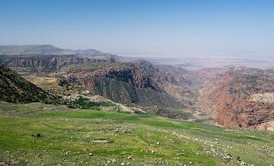 הנוף מהתצפית מעל נחל דנה