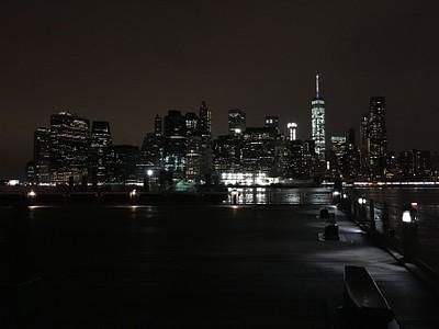 תצפית לילה על מנהטן מברוקלין
