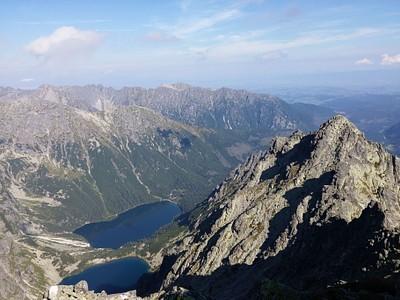 מהפסגה רואים את נק' הסיום: הקצה המרוחק של האגם השני