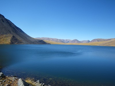 האגם שאחרי האוכף