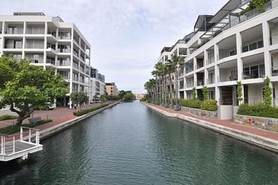 היציאה מהדירות לכיוון ויקטוריה & אלפרד וואטרפרונט (המרינה של קייפטאון)
