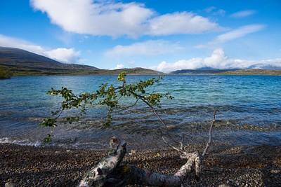 האגם עליו ישנו, ברגע נדיר של שמש