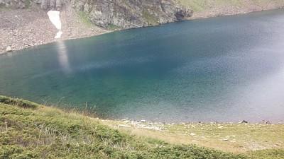 אגם כחול עמוק בעליה למוסלה