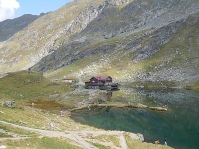 אגם בלאה ואחת הקאבנות שקרובות אליו