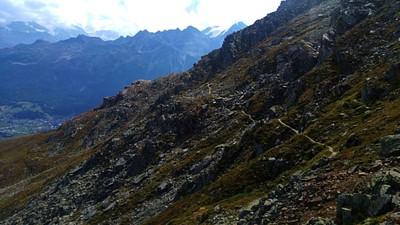 החלק החשוף בשביל לפני יונגן ועמק המטרל בפינה