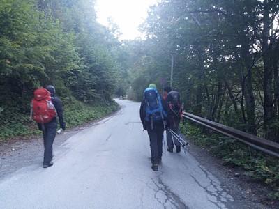 1. פותחים את היום בהליכה על כביש החל ממנזר רילה, עד לקירילוב פולינאיה