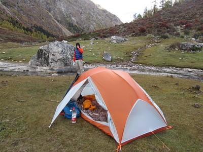 פתחנו את האוהל בין הנחל והמעיין החם