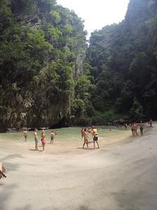 החוף אחרי חציית המערה