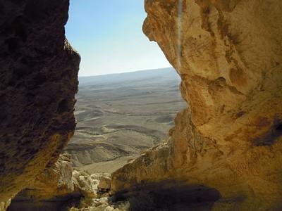 הנוף שנשקף מהמערה בראש נחל זקוף
