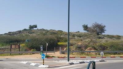 הכניסה מרחוב השיריון- דרך גבעות הכורכר