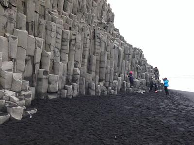 הטורים המרשימים בחוף Reynisfjara