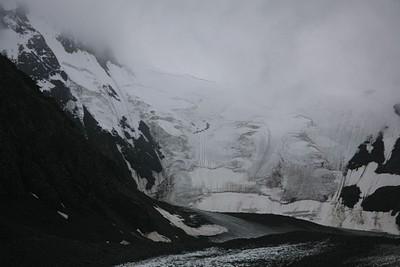 קרחונים והרים בצד השני