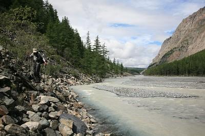 הנהר שהולכים לאורכו לרוב אורך היום
