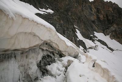 הקרווס שחוצה את הקרחון