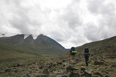 הולכים לכיוון ההרים