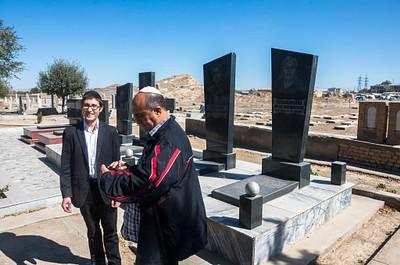 חיים רייניץ בבית הקברות היהודי