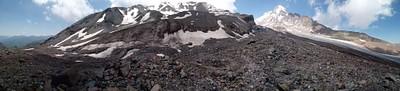 באמצע הקזבגי (3,300 מטר). הנקודה הכי גבוהה שאליה אני הגעתי.