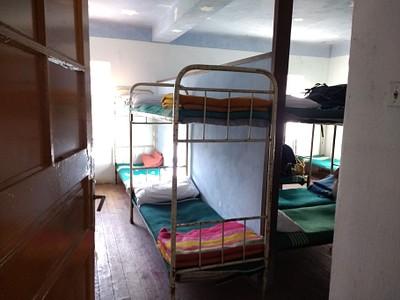 מיטות בבקתה