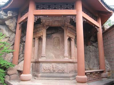 מקדש חצוב בסלע