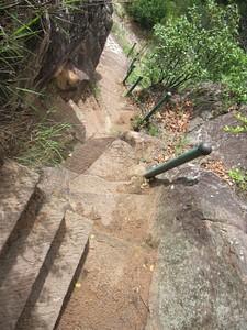 מדרגות חצובות בסלע