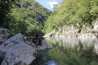 על גדת נהר הטארה. בדרך לשמורת הביוגרדסקה גורה