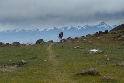 רכס ההרים מסביב לפסגת Stok Kangri ברקע