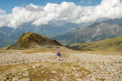 בצד שמאל של התמונה אפשר לראות את ה״פאס״ בו היינו צריכים ללכת (אנחנו מטפסים למקום לא נכון)