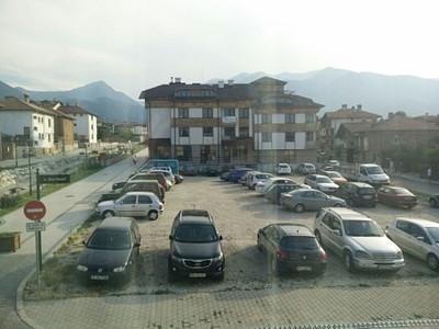 נוף מהחלון במלון אל הרי פירין.