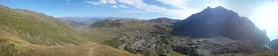 מבט מ -  Chaukhi pas אל העמק היכן ששלושת האגמים