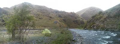 נקודת הקמפינג למרגלות Ardoti הנמצאת על ההר.