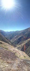 מבט לאחור על השביל סמש שחור העולה מהעמק. היה חם ומתיש.