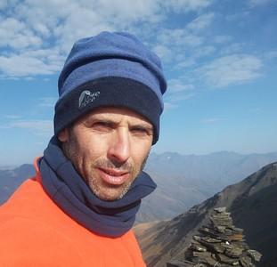 ב- Atsunta Pass. הנקודה הכי גבוהה במסלול. כ- 3500 מטר. הרוחות כאן חזקות וקר.