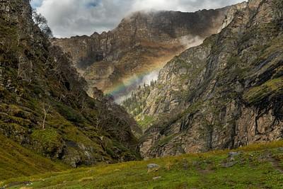 קשת וענן בין ההרים, עוד יתרון לימים גשומים