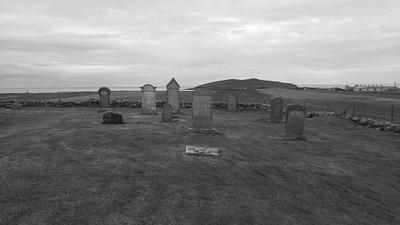בתי קברות עתיקים לאורך הדרך
