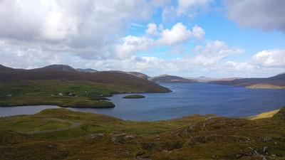 Loch Maraig והכפר עצמו