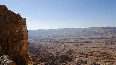 המכתש מנק' תצפית ליד מעלה חצרה