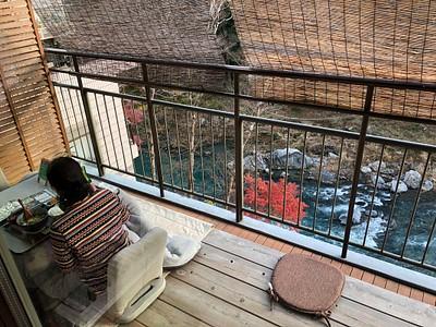 המסעדה של ארוחת הצהריים על הנהר ב- Mitake
