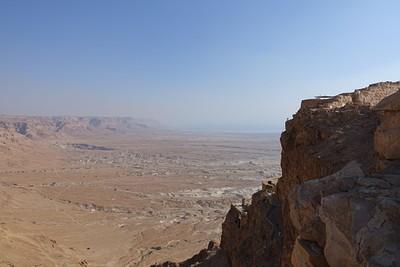 הארמון נמצא במרכז הצלע הצפונית. מצדה