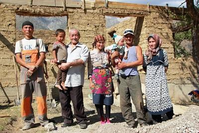 אנואר והמשפחה