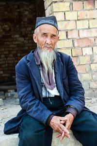 אחד המכובדים ליד המסגד