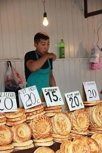 דוכן לחם (אחד מאינסוף) באוש-בזאר