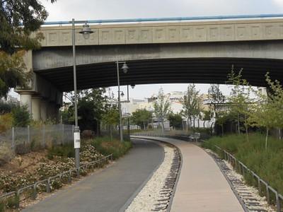 מעבר הגשר סמוך לאזור התעשייה תלפיות